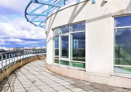 Продаётся 4-комнатная квартира, 261 м²