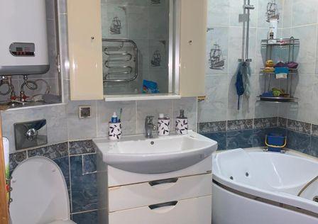 Продаётся 3-комнатная квартира, 63.7 м²
