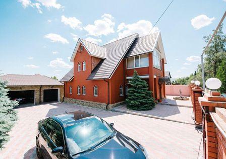 Продаётся 3-этажный дом, 255 м²