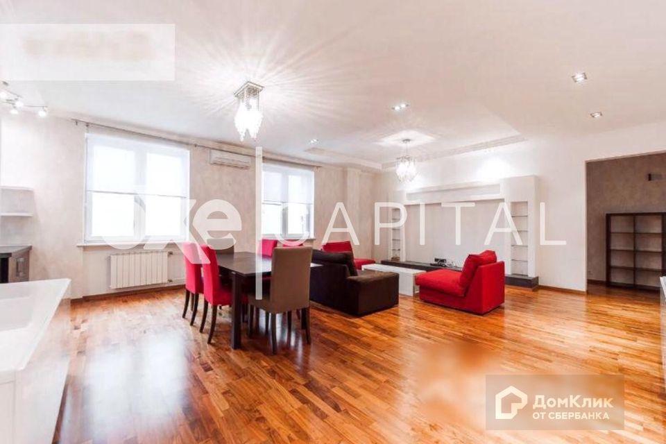 Продаётся 4-комнатная квартира, 155 м²